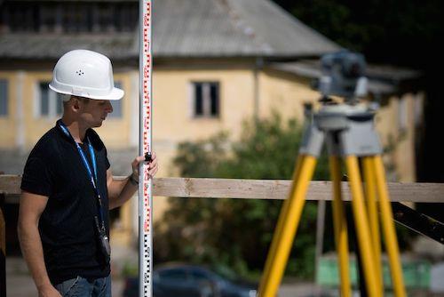 Mērnieks būvēšanai un topogrāfiskie plāni